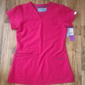 BNWT Med Couture scrub top